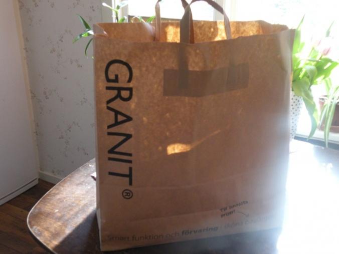 Kasse från Granit