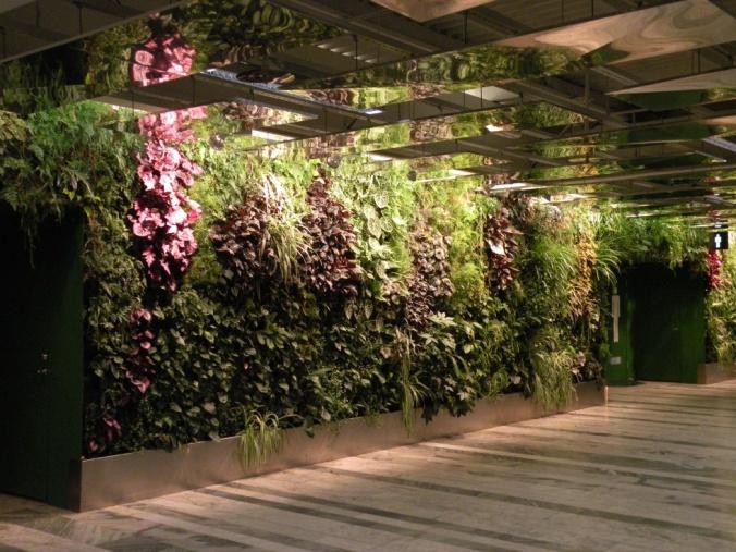 En av de fina växtväggarna i mässkorridorerna.