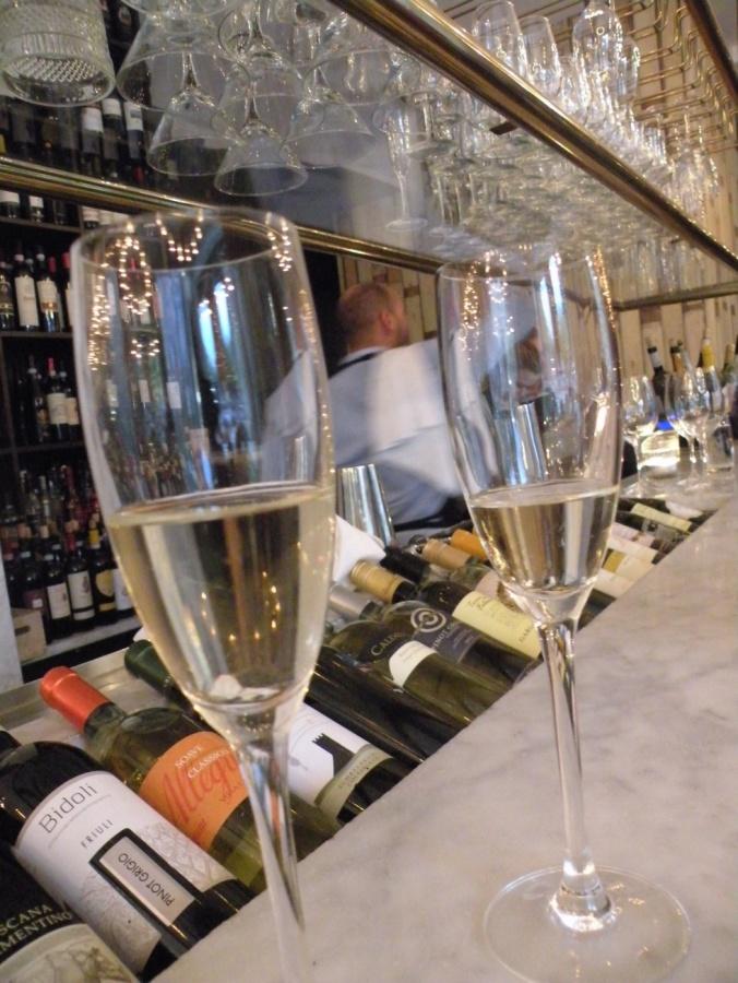 Vi firar med champagne!