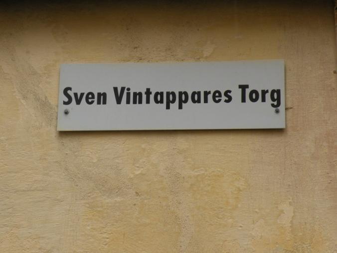 Tänk, på den tiden det begav sig så hade han sitt liv och värv här, Sven Vintappare. Man hör historiens vingslag.