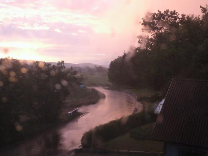 Soluppgång och skyfall 04.30 i morse