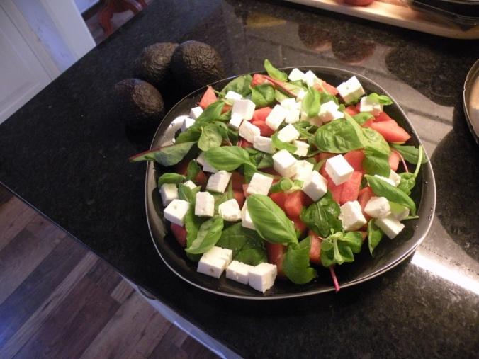 Melonsallad med fetaost och basilika. Avokador till Guacamole
