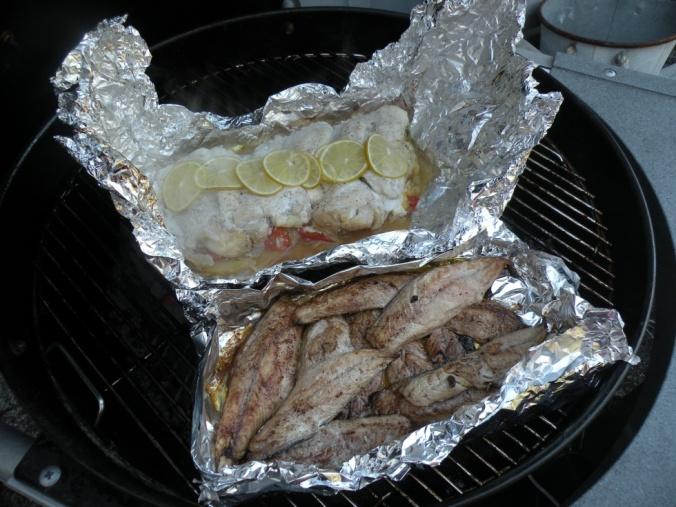 Foliebakad torsk och stekt makrill.
