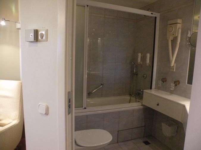 Fint badrum med badkar