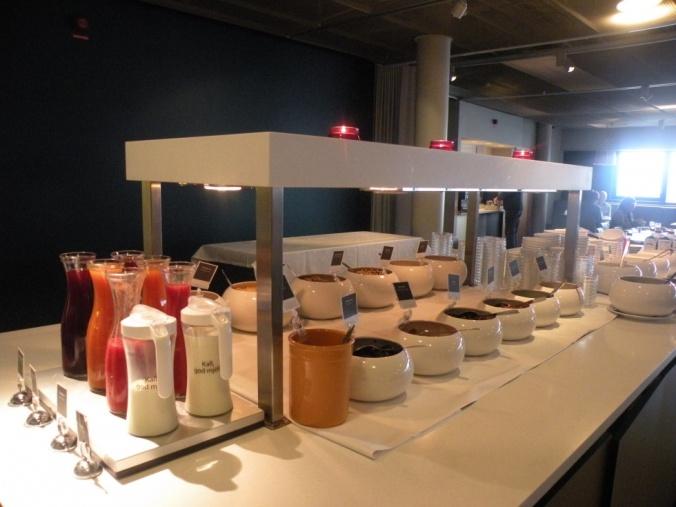 Fruktsoppor, flingor, musli, juice och sylt i stort urval