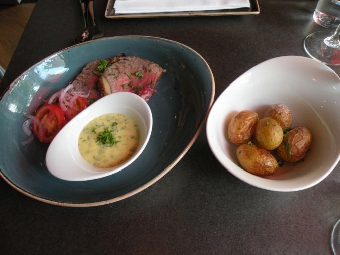 Entrecôte, bearnaise och färskpotatis