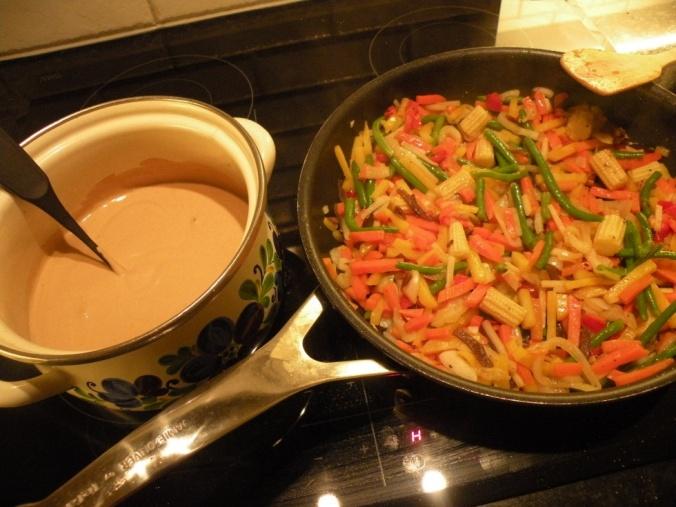 God, gräddig pepparsås och wokade grönsaker