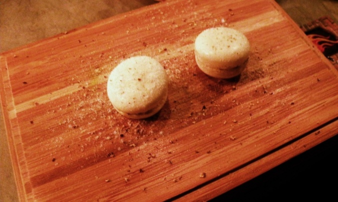 Försvinnande goda macarons med lakrits och gubbröra