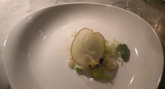 Kalvbräss med tunt skivat äpple, jordärtskockskräm och en liten fantastisk äppelkompott