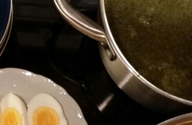 Grönkålsoppa och ägghalvor. Gott, nyttigt och snyggt!