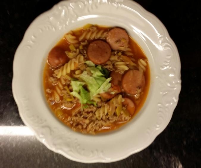 Varm, god mättande soppa