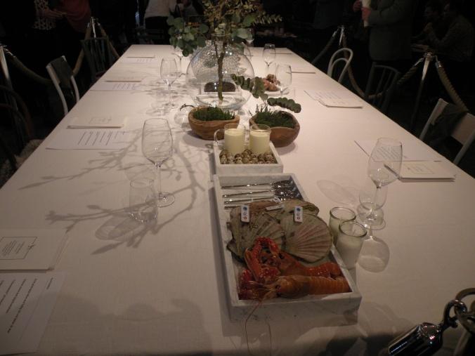 Vackra dekorationer på visningsbordet.