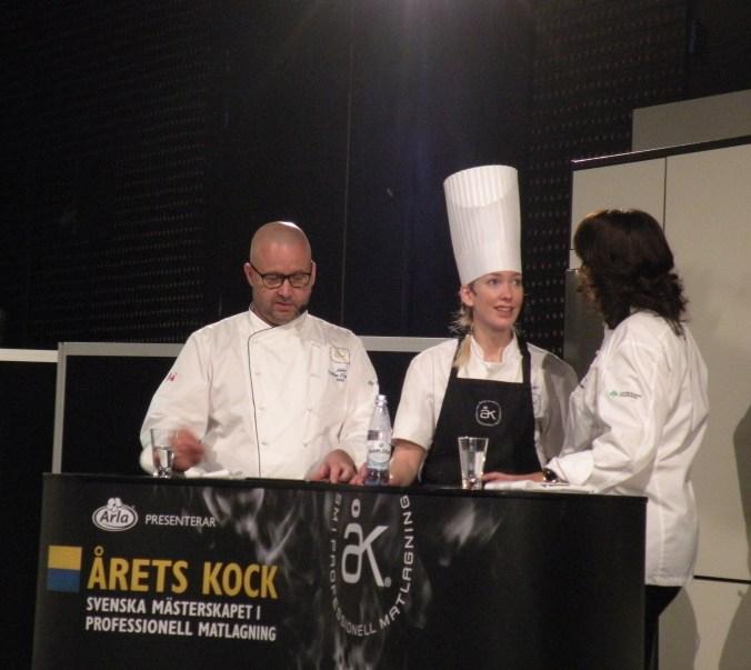 Emma Erlandsson har avslutat tävlingen och ser glad och nöjd ut.
