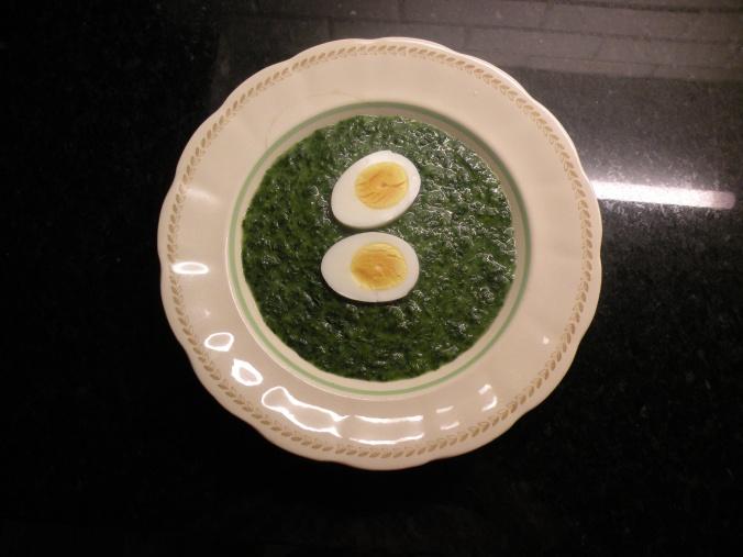 Spenatsoppa med ägghalvor