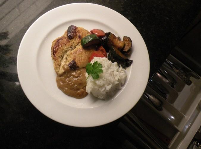 Såja! Kyckling, jordnötssås, grönsaker och basmatiris