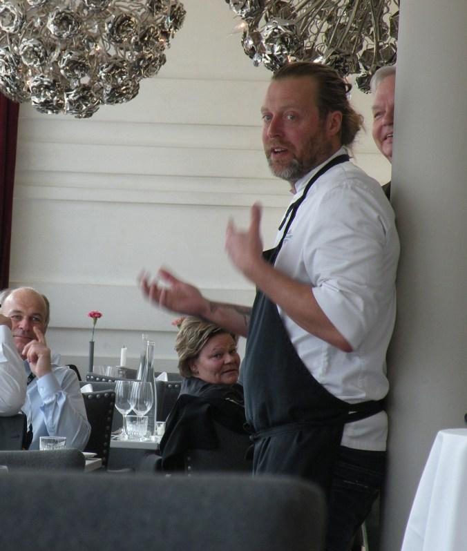 Gustav Trägårdh presenterar med inlevelse maten vi ska äta