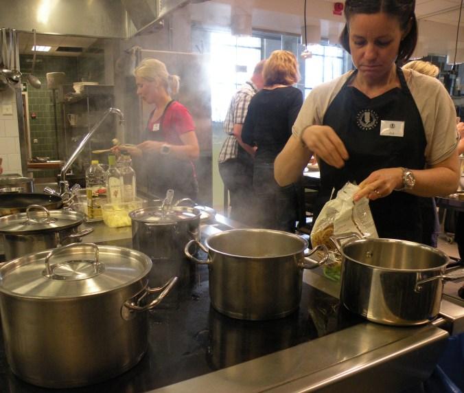 Ångande arbete i köket