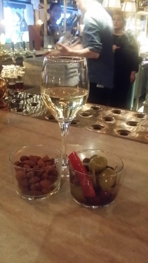Lite vin och snacks innan mello-finalen!
