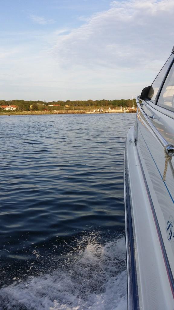 Mot landbacken efter en skön båtkväll!