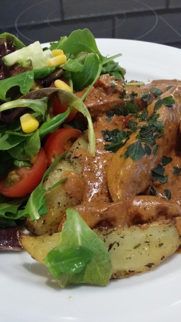 Krämig kycklinggryta med smak av soltorkade tomater.