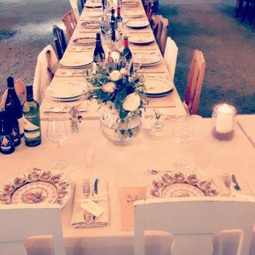 Vacker dukning från ett bröllop på Strömma Farmlodge där vi håller bröllop om somrarna.
